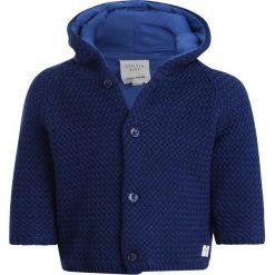 Carrement Beau BABY MANTEL Kardigan hellblau. Niebieskie swetry chłopięce Carrement Beau, z bawełny. Za 249,00 zł.