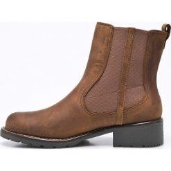 Clarks - Botki Orinoco Club. Brązowe buty zimowe damskie Clarks, z materiału, z okrągłym noskiem, na obcasie. W wyprzedaży za 219,90 zł.