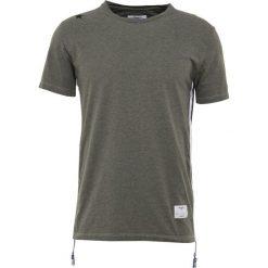 The Editor SIDEZIP TEE Tshirt z nadrukiem dark oliv. Zielone t-shirty męskie z nadrukiem marki The Editor, m, z bawełny. W wyprzedaży za 423,20 zł.
