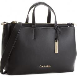Torebka CALVIN KLEIN - Step Up Large Tote K60K604290 001. Czarne torebki klasyczne damskie Calvin Klein, ze skóry ekologicznej. Za 799,00 zł.