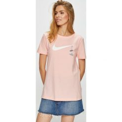 Nike Sportswear - Top. Szare topy damskie Nike Sportswear, m, z nadrukiem, z bawełny, z okrągłym kołnierzem. W wyprzedaży za 79,90 zł.