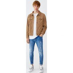 Jeansy carrot fit premium z efektem zużycia. Zielone jeansy męskie regular Pull&Bear. Za 139,00 zł.