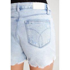 Calvin Klein Jeans Szorty jeansowe destroyed denim. Szare jeansy damskie marki Calvin Klein Jeans. W wyprzedaży za 314,30 zł.
