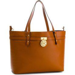 Torebka GUESS - HWPEOC L8324  CAM. Brązowe torebki klasyczne damskie Guess, z aplikacjami, ze skóry ekologicznej. W wyprzedaży za 859,00 zł.
