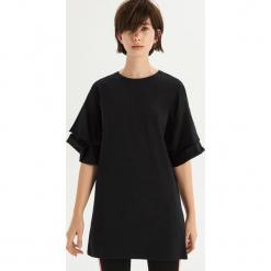 T-shirt z falbankami na rękawach - Czarny. Fioletowe t-shirty damskie marki Reserved, z falbankami. Za 49,99 zł.