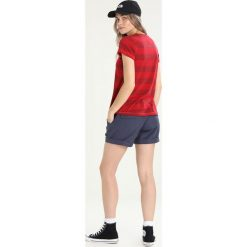 Topy sportowe damskie: Bergans BASTY LADY TEE Tshirt z nadrukiem red/burgundy striped/strawberry