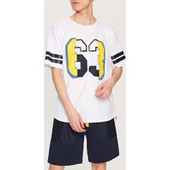 Piżamy męskie: Piżama z t-shirtem i szortami – Biały