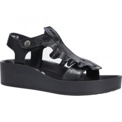 Czarne sandały skórzane z falbanką Karino 2468/076-P. Fioletowe sandały damskie marki Karino, ze skóry. Za 238,99 zł.