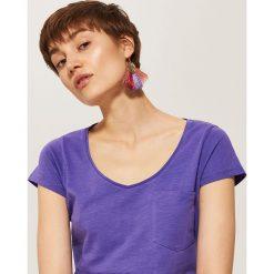 T-shirty damskie: T-shirt basic z kieszonką – Fioletowy