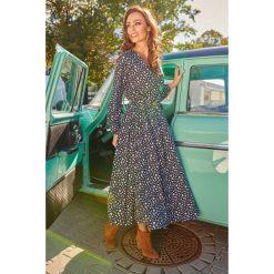 Modna sukienka midi kropki. Szare sukienki hiszpanki Lemoniade, na jesień, w kropki, z materiału, midi. Za 249,90 zł.