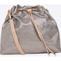 Monnari - Torebka. Różowe torebki klasyczne damskie Monnari, w paski, z materiału, średnie. W wyprzedaży za 229,90 zł.