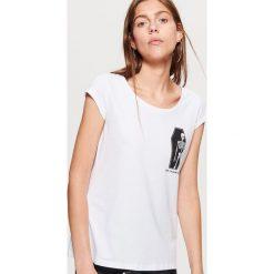 Koszulka HALLOWEEN - Biały. Białe t-shirty damskie marki Cropp, l. Za 19,99 zł.