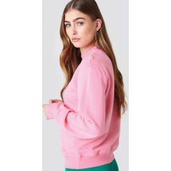 NA-KD Bluza z logo NA-KD - Pink. Różowe długie bluzy damskie marki NA-KD, z długim rękawem. W wyprzedaży za 79,10 zł.
