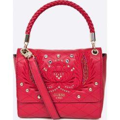 Guess Jeans - Torebka Jennifer Lopez. Czerwone torebki klasyczne damskie Guess Jeans, z jeansu. W wyprzedaży za 399,90 zł.