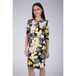 Kopertowa sukienka w kwiaty QUIOSQUE. Żółte sukienki dzianinowe marki QUIOSQUE, na co dzień, w kwiaty, z kopertowym dekoltem, z długim rękawem, kopertowe. W wyprzedaży za 59,99 zł.