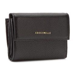 Duży Portfel Damski COCCINELLE - AW5 Metallic Soft E2 AW5 11 66 01 Noir 001. Czarne portfele damskie marki Coccinelle. W wyprzedaży za 419,00 zł.