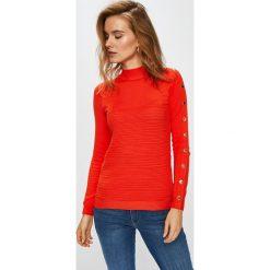 Guess Jeans - Sweter Cecilia. Różowe swetry klasyczne damskie Guess Jeans, l, z dzianiny. Za 369,90 zł.