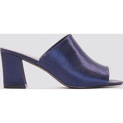 NA-KD Shoes Satynowe klapki mule na obcasie - Blue,Navy. Niebieskie chodaki damskie NA-KD Shoes, z satyny, na obcasie. W wyprzedaży za 80,98 zł.