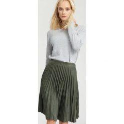 Swetry klasyczne damskie: Jasnoszary Sweter Bossy
