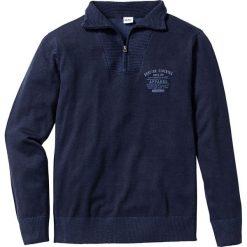 Sweter ze stójką Regular Fit bonprix ciemnoniebieski. Niebieskie golfy męskie marki bonprix, l, z nadrukiem. Za 89,99 zł.