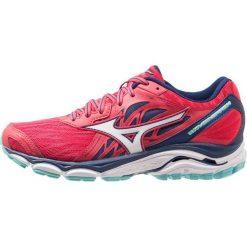 Mizuno WAVE INSPIRE 14 Obuwie do biegania Stabilność teaberry/white/blue depths. Czerwone buty do biegania damskie marki Mizuno. Za 609,00 zł.
