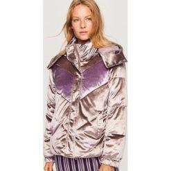 Welurowa kurtka z kapturem - Brązowy. Brązowe kurtki damskie Reserved, z weluru, z kapturem. W wyprzedaży za 99,99 zł.