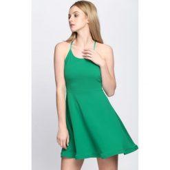 Zielona Sukienka Like That. Zielone sukienki letnie marki Reserved, z wiskozy. Za 64,99 zł.