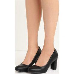 Czarne Czółenka In Your Arms. Czarne buty ślubne damskie Born2be, na obcasie. Za 69,99 zł.