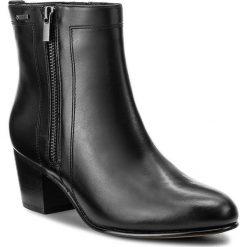 Botki CLARKS - Ceara Emi Gtx 261281884 Black Leather. Czarne botki damskie na obcasie Clarks, z materiału. W wyprzedaży za 369,00 zł.