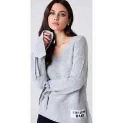 Rut&Circle Sweter dzianinowy Winnie - Grey. Zielone swetry klasyczne damskie marki Rut&Circle, z dzianiny, z okrągłym kołnierzem. Za 121,95 zł.