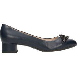 Czółenka MEI. Niebieskie buty ślubne damskie Gino Rossi, ze skóry, na niskim obcasie. Za 199,90 zł.