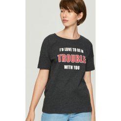 T-shirt z hasłem - Szary. Szare t-shirty damskie marki Sinsay, m. Za 19,99 zł.