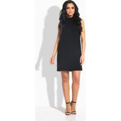 Sukienki: Prosta sukienka z falbaną pod szyją czarny