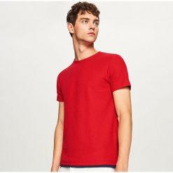 Sweter z krótkim rękawem - Czerwony. Czerwone swetry klasyczne męskie marki Andrew James, l, z kaszmiru, z dekoltem w serek. W wyprzedaży za 39,99 zł.