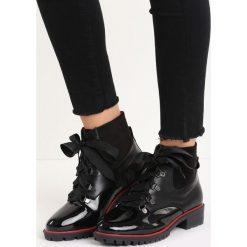 Czarne Botki Chilling Days. Czarne botki damskie saszki marki Kazar, ze skóry, na wysokim obcasie, na sznurówki. Za 64,99 zł.