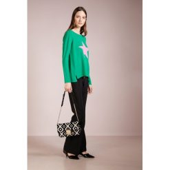 Swetry klasyczne damskie: FTC Cashmere STAR FRONT Sweter green