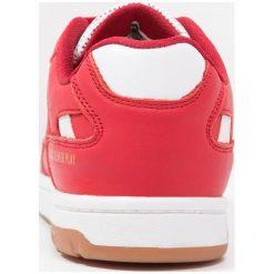 Hummel PERNFORS POWER PLAY PREMIUM Tenisówki i Trampki roibbon red. Czerwone tenisówki męskie marki Hummel, z materiału. W wyprzedaży za 230,45 zł.