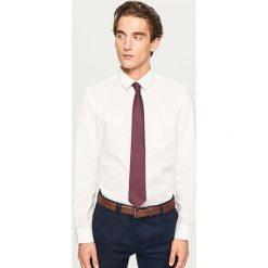 Koszula regular fit z białym nadrukiem - Biały. Białe koszule męskie marki Reserved, l. Za 119,99 zł.