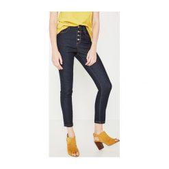 Jeansy z wysokim stanem. Szare jeansy damskie marki Promod, z tkaniny. Za 118,50 zł.