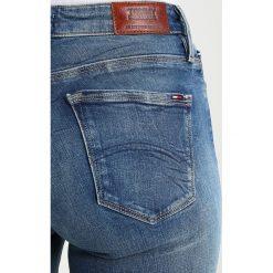 Tommy Jeans HIGH RISE SKINNY SANTANA Jeans Skinny Fit royal blue. Niebieskie jeansy damskie marki Tommy Jeans, z bawełny. W wyprzedaży za 356,15 zł.