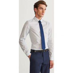 Koszula super slim fit - Biały. Czarne koszule męskie slim marki Reserved. Za 69,99 zł.