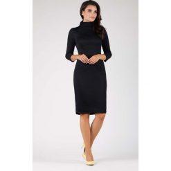 Czarna Elegancka Dopasowana Sukienka z Golfem. Czarne długie sukienki marki bonprix, do pracy, w paski, biznesowe, moda ciążowa. W wyprzedaży za 129,18 zł.