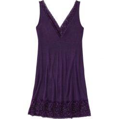 Koszula nocna z wiskozy bonprix ciemny lila. Fioletowe koszule nocne i halki bonprix, w koronkowe wzory, z koronki. Za 59,99 zł.