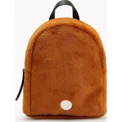 Futrzany plecak - Pomarańczo. Pomarańczowe plecaki damskie Reserved, z futra. Za 89,99 zł.