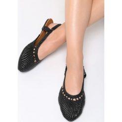 Czarne Sandały Head Over Heels. Czarne rzymianki damskie Born2be, z materiału, na obcasie. Za 79,99 zł.