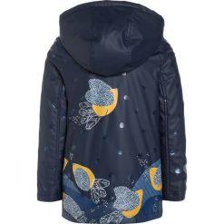 Catimini CITY Kurtka przeciwdeszczowa dark blue. Niebieskie kurtki chłopięce przeciwdeszczowe marki Retour Jeans, z bawełny. W wyprzedaży za 272,35 zł.