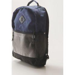 Plecak z naszywką - Granatowy. Niebieskie plecaki męskie House, z aplikacjami. W wyprzedaży za 59,99 zł.