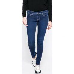 Pepe Jeans - Jeansy Lola. Niebieskie jeansy damskie rurki Pepe Jeans, z bawełny, z obniżonym stanem. W wyprzedaży za 239,90 zł.
