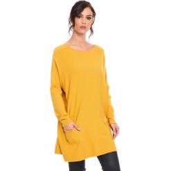 """Sweter """"Marlone"""" w kolorze musztardowym. Żółte swetry klasyczne damskie marki Mohito, l, z dzianiny. W wyprzedaży za 181,95 zł."""