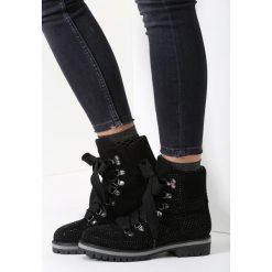 Czarne Traperki 95 Tears. Brązowe buty zimowe damskie marki vices, z materiału, ze szpiczastym noskiem, na wysokim obcasie, na obcasie. Za 69,99 zł.